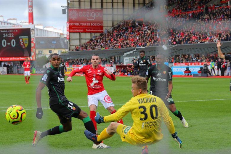 Court ouvre le score (Brest – Lens)